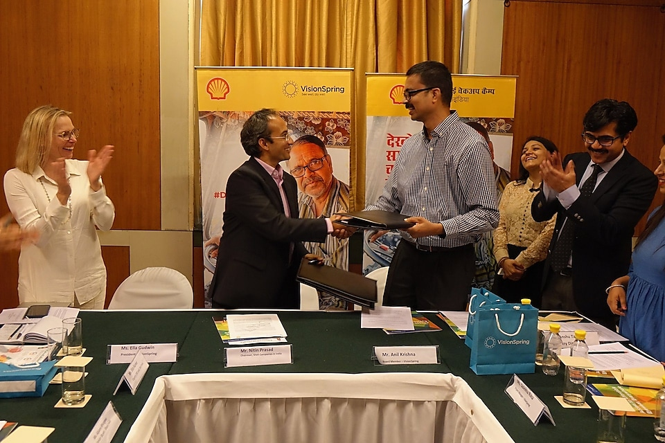Signing of #DriveSafeIndia Eye Camps Grant Agreement between Nitin Prasad- Chairman, Shell Companies in India and Anil Krishna- Board Member, VisionSpring India