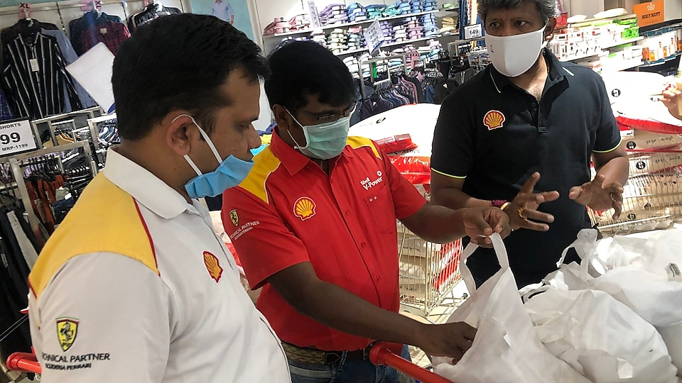 Packing of relief kits by Shell staff
